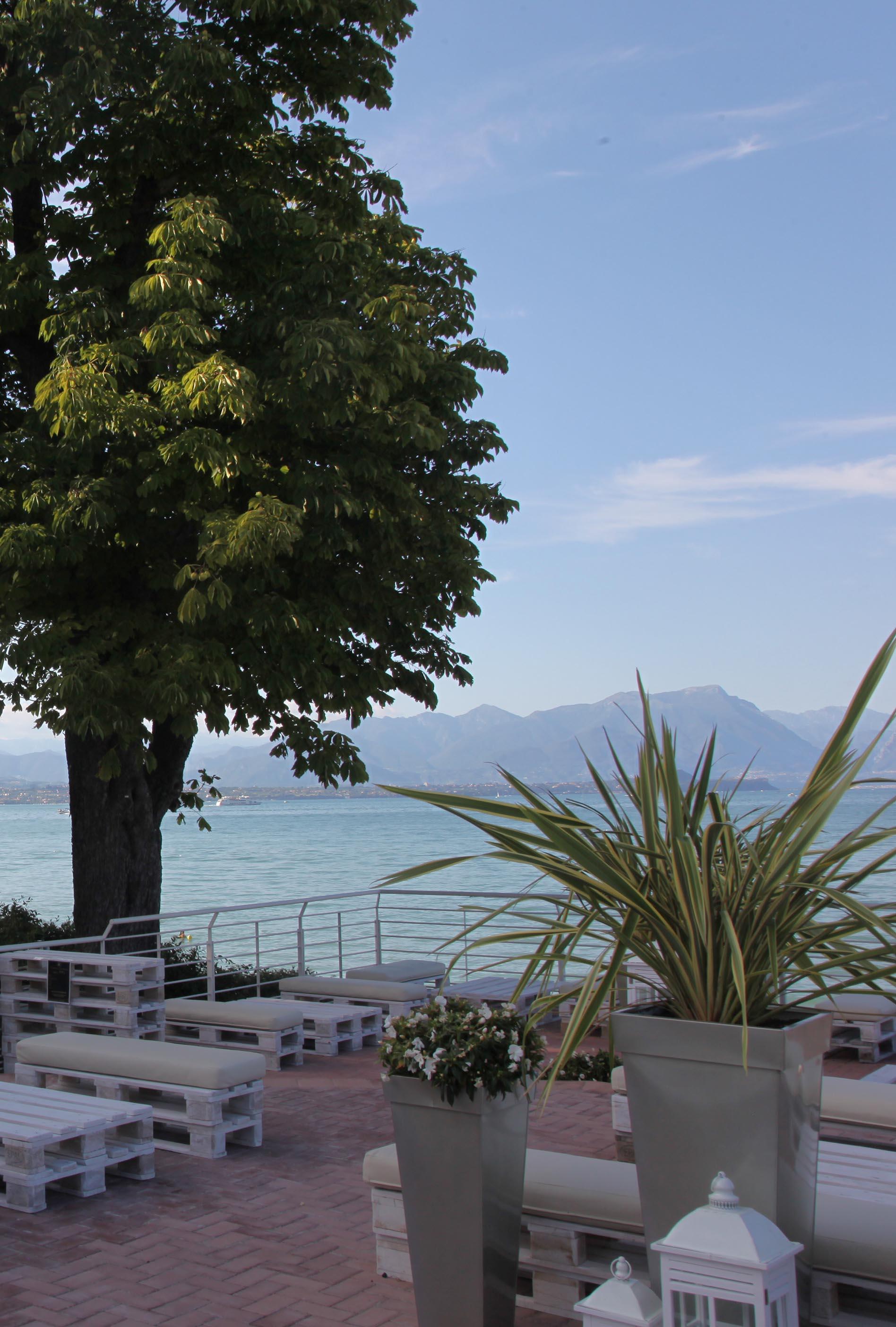 vista del lago dall'alto della terrazza