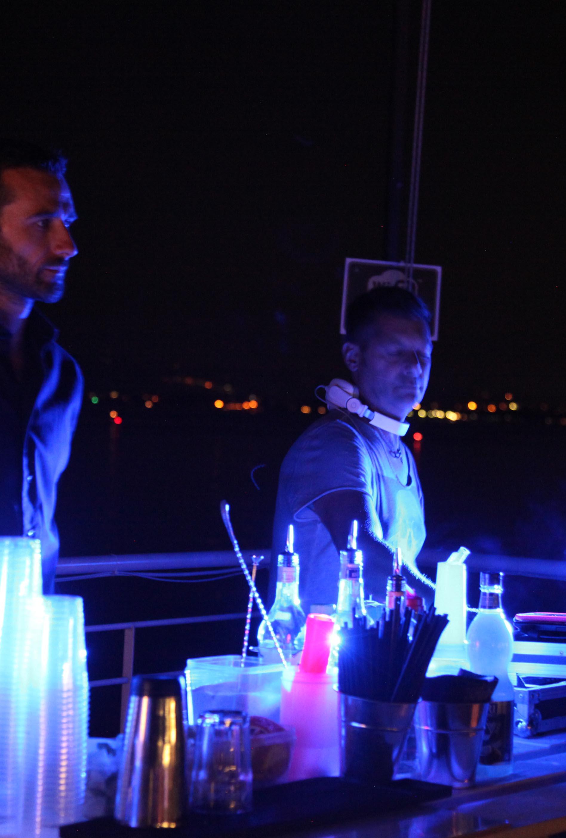 dj set in terrazza in spiaggia d'oro desenzano