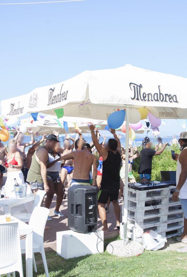 eventi con ballo e musica in spiaggia
